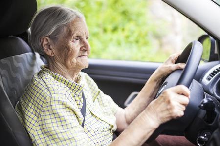 Senior woman driving a car Banque d'images