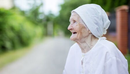 Portrait of happy senior woman looking up outdoors Stok Fotoğraf