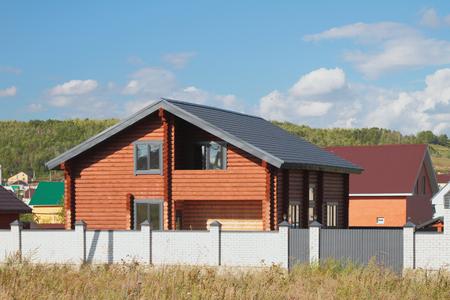 Neues zweistöckiges Landhaus von kalibriertem Stab gerundetem Klotz Standard-Bild