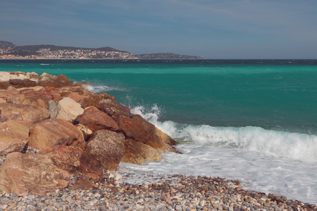 Stony and pebble coast of sea gulf. Nice, France Imagens