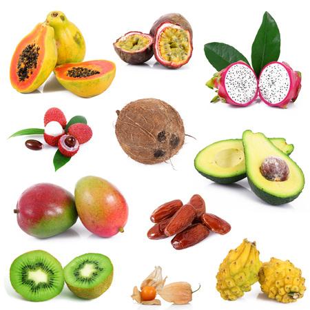Colagem de frutas exóticas frescas no fundo branco Foto de archivo - 91692925