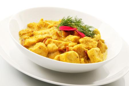Plat de poulet au curry asiatique d'origine