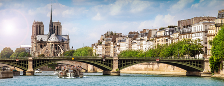 View of the city of Paris from the Seine Stok Fotoğraf - 99042827