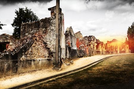 Ruinas de casas destruidas por bombardeo en la segunda guerra mundial Foto de archivo - 101028682