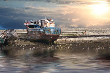 un Vecchie barche ancora al porto
