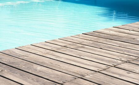 a detailed view of a wooden floor and pool Standard-Bild