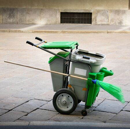 a cart for the urban collection of garbage Standard-Bild