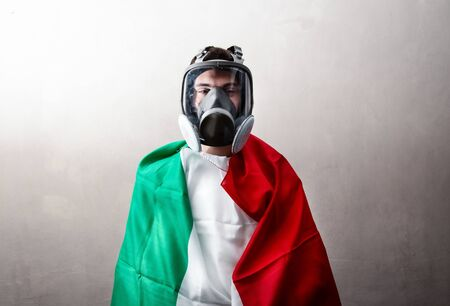 a person wrapped in an Italian flag with antibacterial mask Standard-Bild