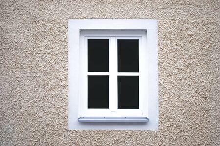 altes Haus in der Stadt mit Fenster Lizenzfreie Bilder