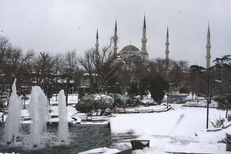 Snow covering the Blue Mosque in Istanbul Turkey. First snow in 5 years in Istanbul Turkey covers the Blue Mosque (Feb 2008) Stock Photo