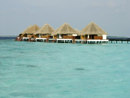 몰디브 섬의 열대 해변과 카바나 스톡 콘텐츠 - 4451569