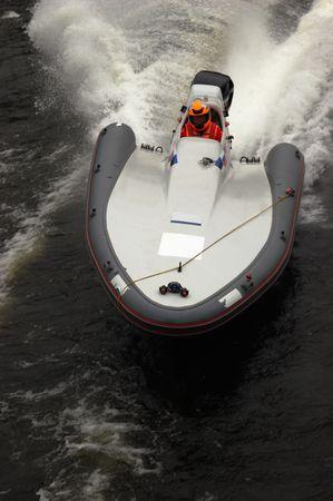 bateau de course: Racing bateau sur un coude  Banque d'images