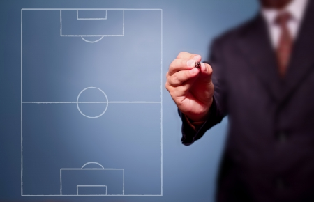 soccer coach writing strategy of attacking game 版權商用圖片 - 14521398