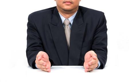 limosna: mano del hombre de negocios comprobando la lista de tareas.