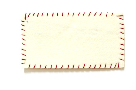 tatter: nota de aviso con el pin de color naranja en el panel de corcho