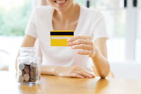 woman showing blank credit card. Focus on card. And savings 版權商用圖片 - 52075502