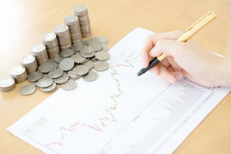 Summary report and financial analyzing concept, Pen and coins 版權商用圖片