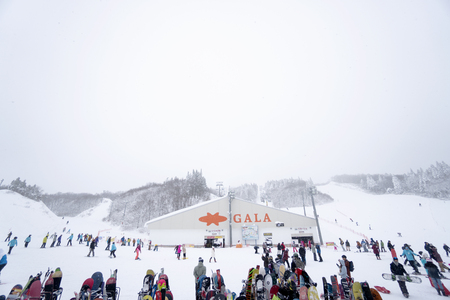 Gala Yuzawa,  Japan - December 14,2018 : Snow Resort is a small ski resort And Mount 新聞圖片