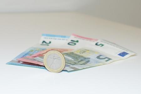 small  size paper euro Standard-Bild
