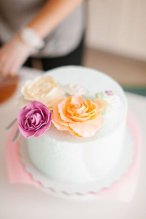 cake on a pink background Imagens - 125796963