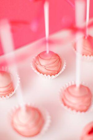 cake pop on a pink background 스톡 콘텐츠
