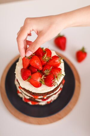 Strawberry cake with crust and cream