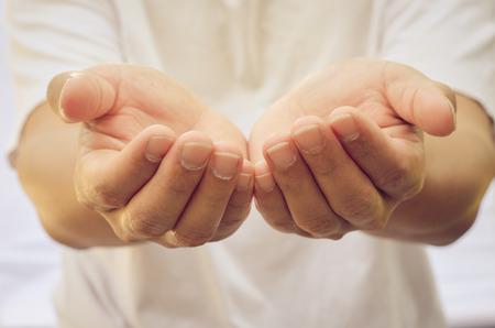 alzando la mano: Manos abiertas