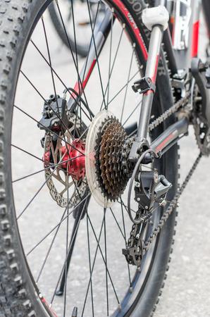 frenos: Partes de los frenos de las ruedas de cadena de bicicleta. Foto de archivo