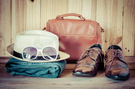 Travel,accessories, jeans, hats,shoes,sunglass, ready for the trip on wooden backgrond Archivio Fotografico