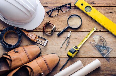 Uniformen en uitrusting van de ingenieurs die werken - concept voor mannen