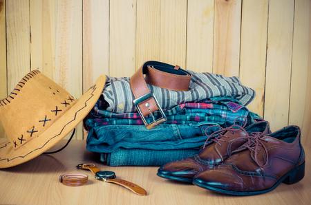 Kleding voor mannen op de houten vloer
