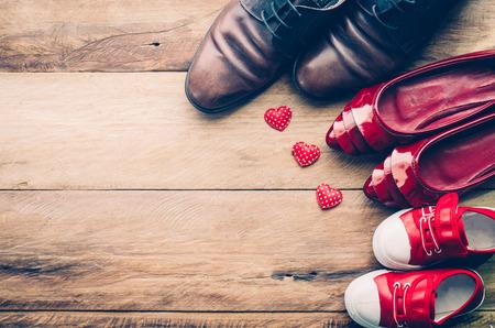 家族のための心の靴。家族の愛のため両親は暖かさおよび心配を示します。