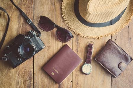 Accesorios de viaje trajes. Pasaportes, equipaje, el costo de los viajes mapas preparados para el viaje
