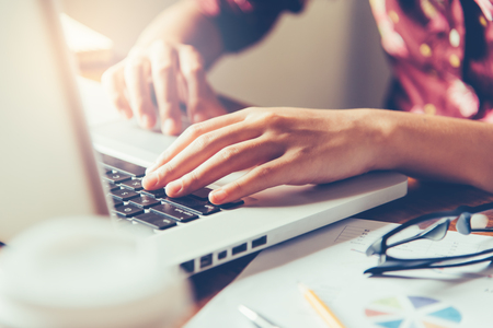 Business woman working on laptop computer in office Foto de archivo