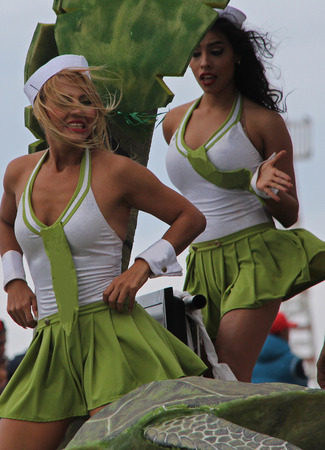 ダンサーのパレードで、カーニバル中にメキシコのベラクルス 2016 年 2 月 9 日も行ってモデル リリース編集のみを使用します。