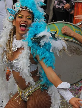 2017 年 2 月 28 日ポルトガル、Loule のカーニバル中にパレード ダンサー時モデル リリース社説を使用しないだけ