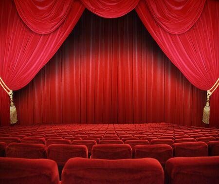 curtain theater: cine cl�sico con asientos rojos