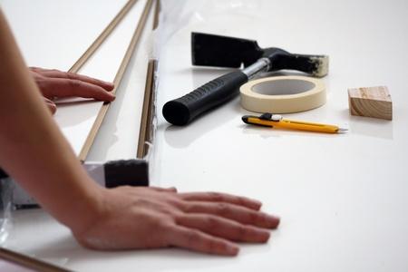 renovation de maison: Les travailleurs mis � stratifi� dans la r�novation domiciliaire Banque d'images