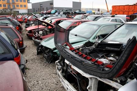 metallschrott: Schrottplatz für PKW-Recycling Lizenzfreie Bilder