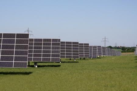cobradores: paneles solares para generar electricidad Foto de archivo