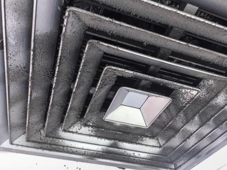 에어 덕트, 위험 및 사무실 사람에서 폐렴의 원인에서 먼지.