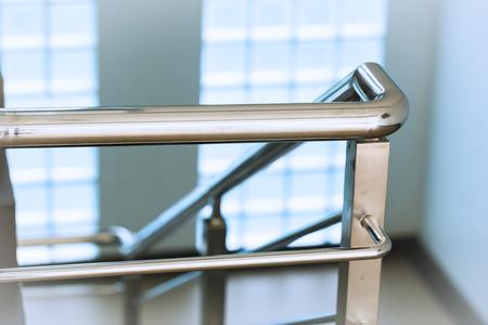 クローズ アップ クローム ステンレス梯子または階段の手すり 写真素材