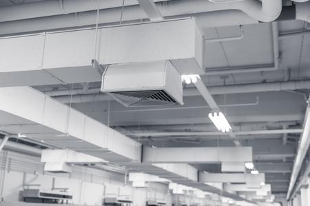 インテリアの空気ダクト、エアコン パイプ ライン システム空気フロー工業デザインを構築しています。