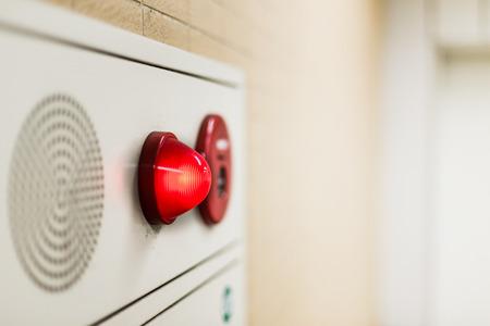 緊急の光壁パネルと警報スピーカー事務所建築におけるサウンド。