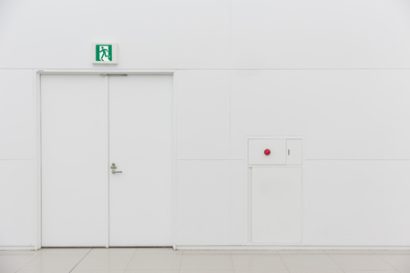 emergency fire exit door white clean new fire extinguisher fire alarm Stockfoto