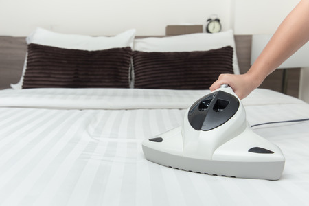 Mite vacuum cleaner using cleaning bed mattress dust eliminator with UV lamp Archivio Fotografico