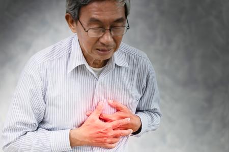 Senior ictus attacco di cuore doloroso al torace Sindrome di angina.