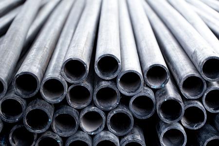 Schwarzes Gummischlauch-PVC-Flexrohr oder Industrieschlauch zum Transport von Wasser, Öl und Kraftstoff.