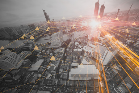 persone nel concetto di connessione aziendale della città di tecnologia dell'informazione