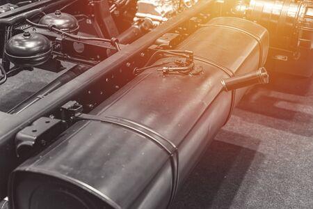 Réservoir de carburant dans le châssis du véhicule de camion, conteneur d'essence ou de diesel dans les voitures SUV.